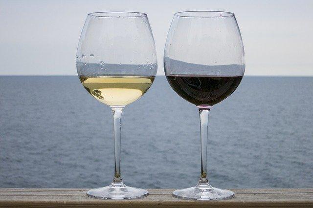Porque el vino blanco se bebe mas frio que el tinto